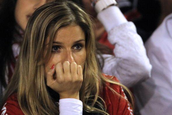 Los rostros de los aficionados del Inter, como el de esta belleza, no pu...