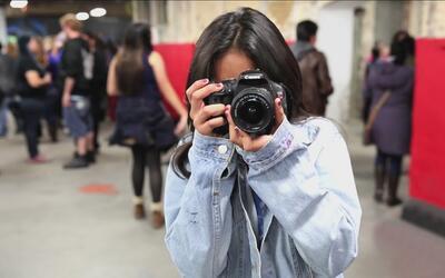 Con cámaras, buscan que jóvenes latinas impulsen cambios en sus comunidades