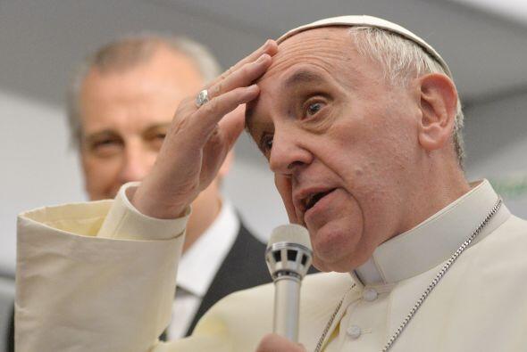 """2013- 12 de octubre   Sobre el papel de la mujer en la iglesia dijo: """"su..."""