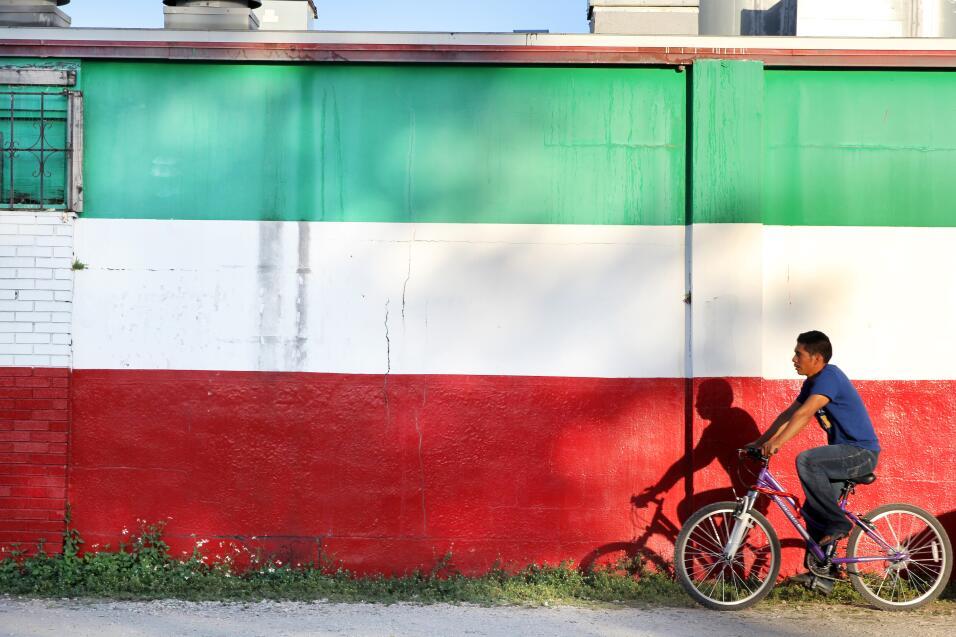 En el centro de Immokalee se concentran varios supermercados mexicanos q...