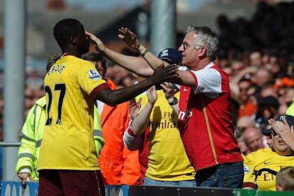 Suertudo aficionado resultó este seguidor del Arsenal, que terminó feste...