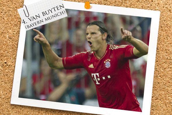 Un holandés que juega en Alemania completa la defensa, Daniel van Buyten.