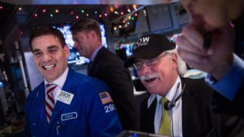 Al cierre de la sesión de este martes, el Dow subió un 0,36 % o 64,73 pu...