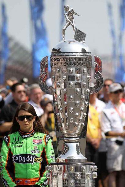 El trofeo más codiciado de la Serie Indy estuvo a la vista de los 33 pil...