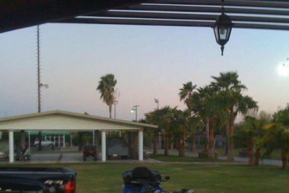 Esta imagen del 15 de julio muestra una casa con un jardín grande. Se ve...