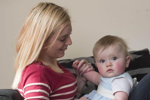 Por fin pudo sostener en brazos a su pequeña Kelsey.
