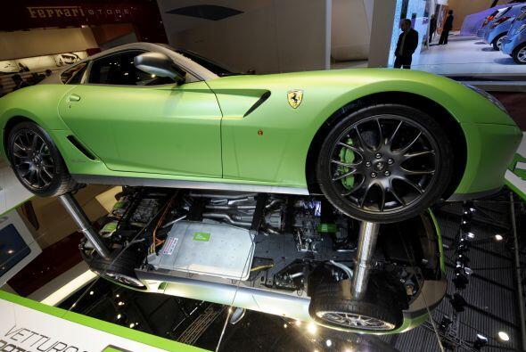 En cuanto al Ferrari, se cree que podría estar basado en el 599 HY-KERS...