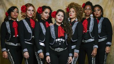 Mireya, Shae, Luisa, Julie, Domenica, Jackie y Eunice son Mariachi Flor...