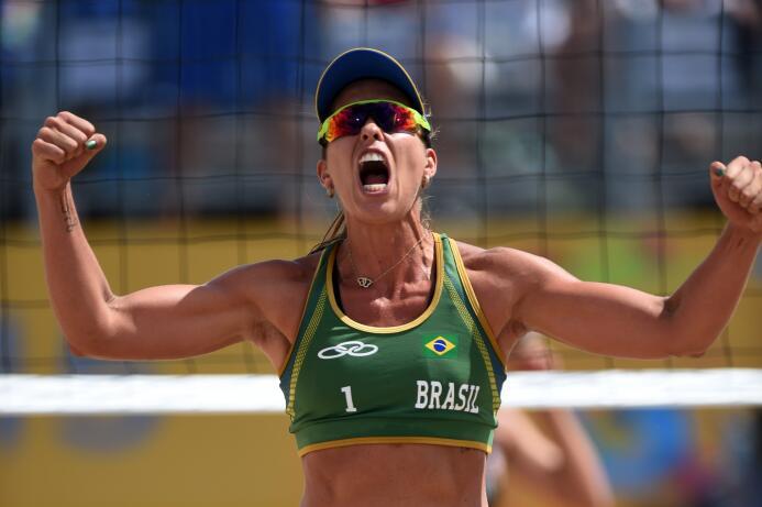 Brasil se quedó con la medalla de bronce tras derrotar 2-0 (21-9, 21-14)...