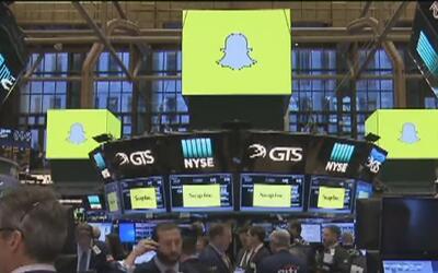 Las acciones de Snapchat incrementaron al debutar en la bolsa de valores...