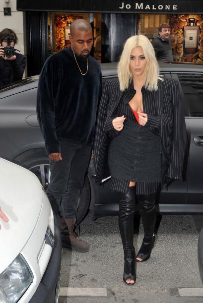 Kanye no deja de admirar las curvas de su mujer, toquetear su famoso cue...