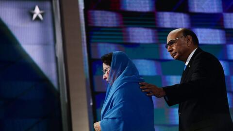 Khizr Khan, acompañado de su esposa, Ghazala, hizo un conmovedor homenaj...