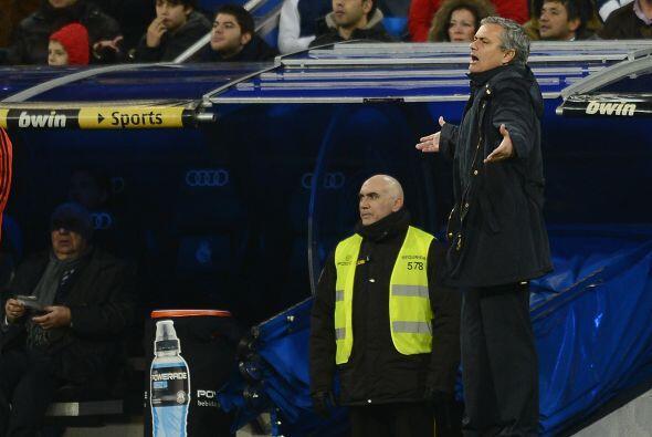 José Mourinho estaba preocupado, como si ese gol de ventaja no le bastara.