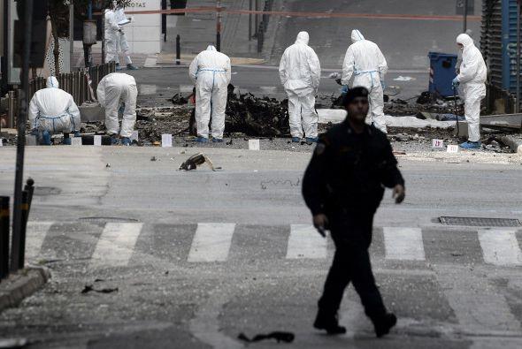Testigos citados por los medios aseguraron haber visto una o dos persona...