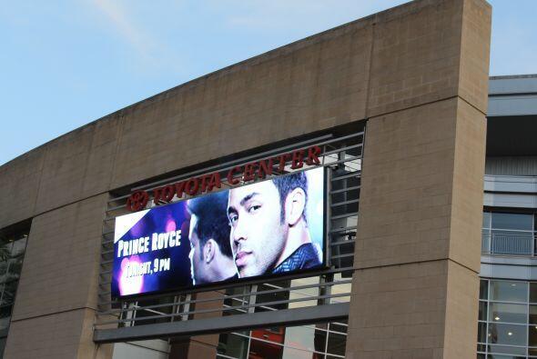Prince Royce nos deleitó con su buena música en Houston Texas. Y los rad...