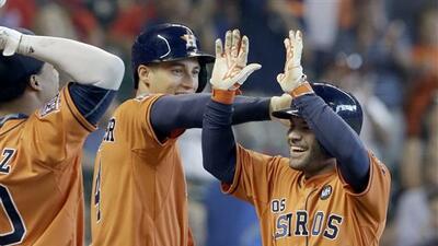Astros superiores a Rangers