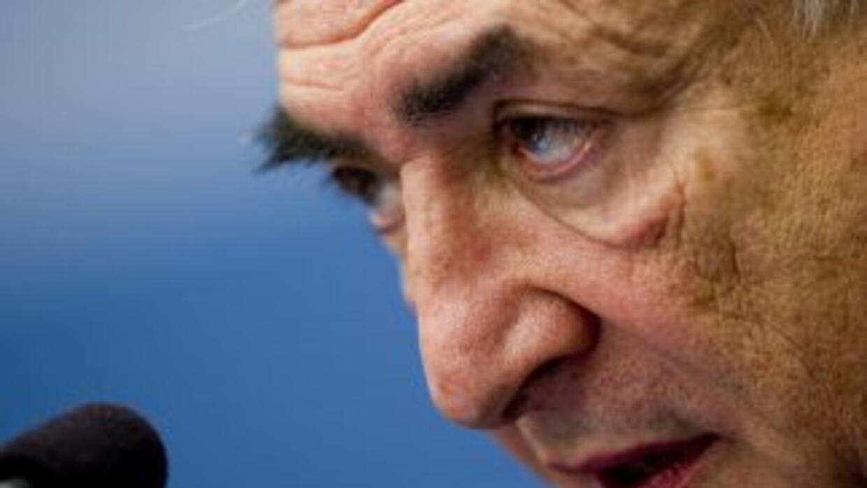 Dominique Strauss-Khan, director del FMI, está preso, acusado de agredir...