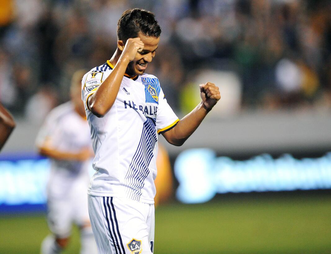 Giovani dos Santos - el mexicano hizo su primera presentación en la MLS...