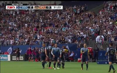 Peruano Yordi Reyna marca una joya de gol para el 2-0 de Vancouver