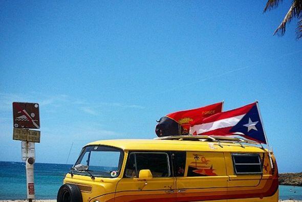 En Puerto Rico se disfruta de la playa y tambien se comparte con los res...