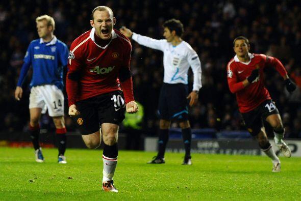 Wayne Rooney, quien reapareció como titular, fue el cobrador.