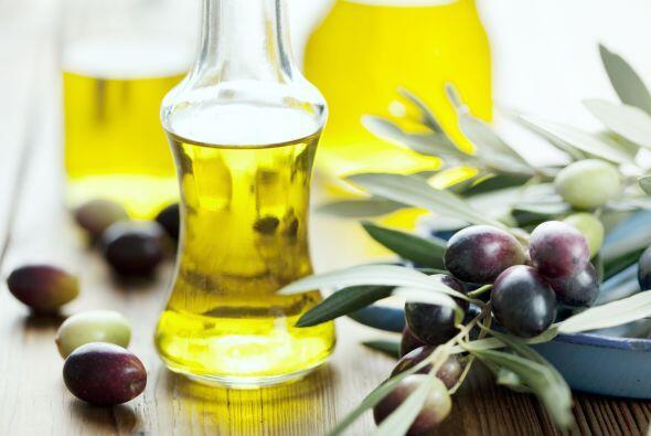 2. En un pequeño bol, mezcla 1 cda de mostaza, 1 cda de vinagre de vino...