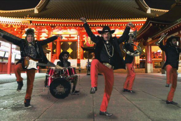 ¡Son tan internacionales que hasta bailan al estilo japonés!