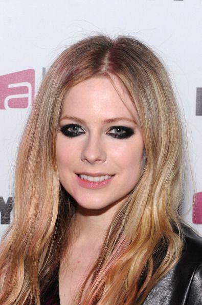 Caso parecido al de la cantante Avril Lavigne, quien no ha podido quitar...