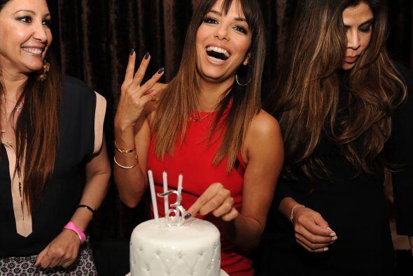 Lo que haya sido, la bella Eva agradeció mucho que en el pastel sólo pus...