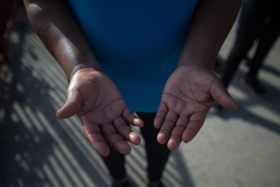 Andrea, 35, de Guatemala, lleva 9 años en Estados Unidos y trabaja en un...