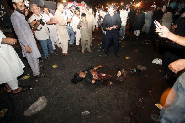 Tres bombas suicidas que explotaron durante una procesión religiosa chií...