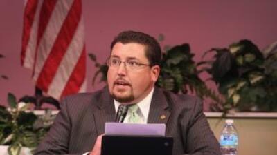 Knowles ofreció una conferencia de prensa en respuesta al informe del De...