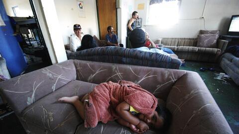 Un niño descansa en la casa del migrante Casa Anunciación...