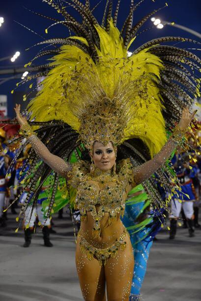 Los bailarines hacían que los asistentes trataran de seguir sus pasos.