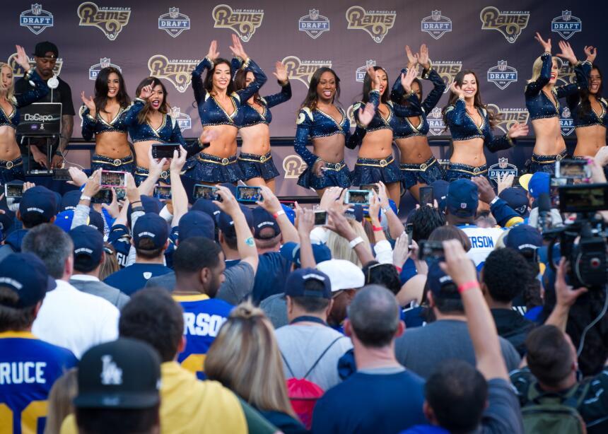 La ciudad de Los Angeles se volvió una verdadera fiesta con su primera s...