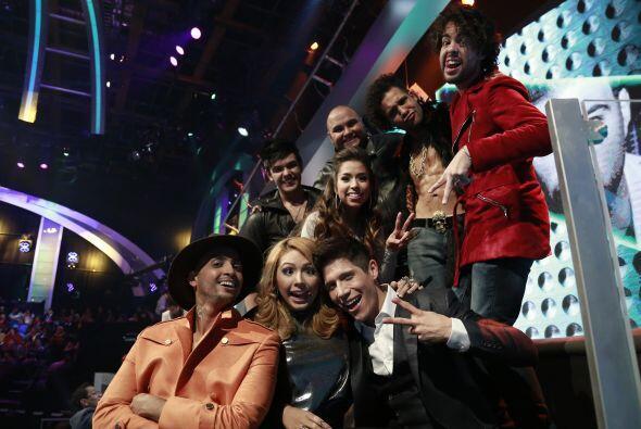 José Palacio y el resto de los chicos de Jencarlos, posando con su nuevo...