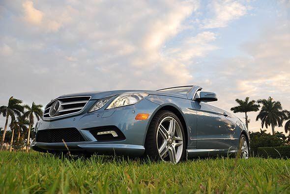 La Clase E de Mercedes-Benz se completó con el nuevo modelo convertible...