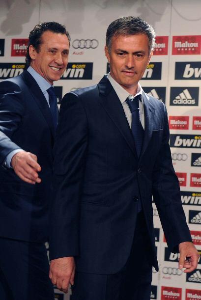 El ahora ex-estratega del Inter de Milán fue presentado por el director...