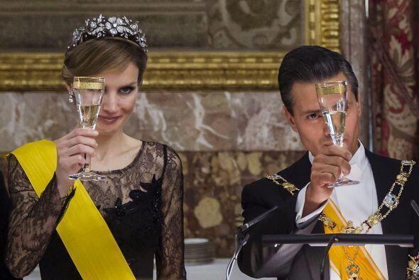 Letizia y Enrique Peña Nieto al momento del brindis.