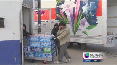 Ya va en camino la ayuda que manda Chicago para los inmigrantes de Flint