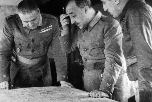 Al finalizar la Guerra Civil en 1939, Francisco Franco había asumido el...