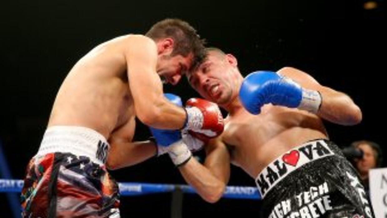 Humberto Soto derrotó a John Molina en la mejor pelea de la cartelera d...