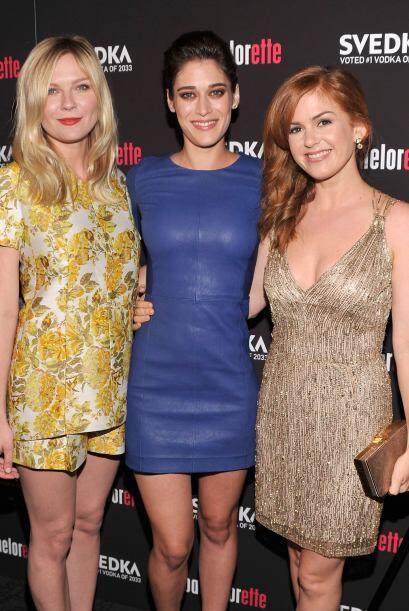 Kirsten Dunst con Lizzy Caplan e Isla Fisher en 2012.   Aquí los videos...