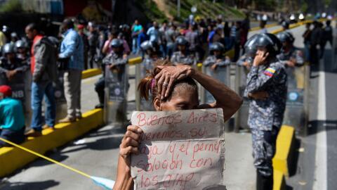 Protesta de sectores populares en Caracas en reclamo de perniles ofrecid...