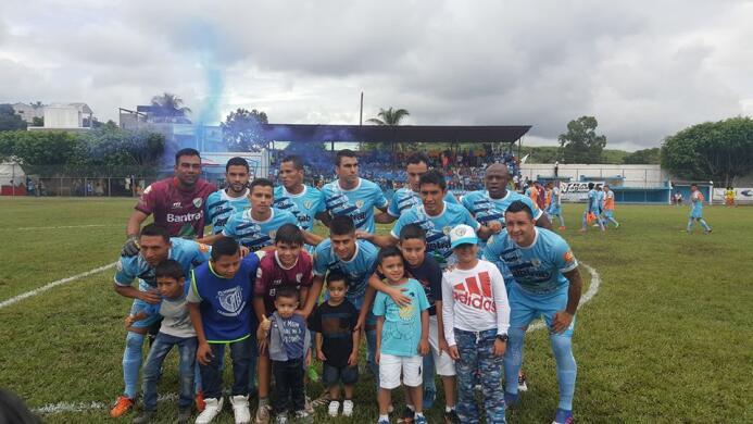 (Liga Nacional) Sanarate [1]-0 Siquinalá: Isaac Acuña (fila superior, cu...