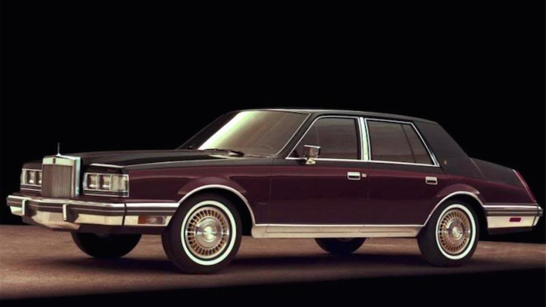 El Lincoln Continental de 1982 compartía su mecánica con modelos tan dis...