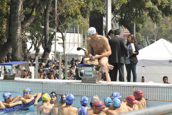 Phelps, de 25 años de edad, compartió su experiencia con pequeños que as...