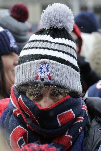 Miles de aficionados soportaron el frío para despedir a sus 'Pats' (AP-NFL)