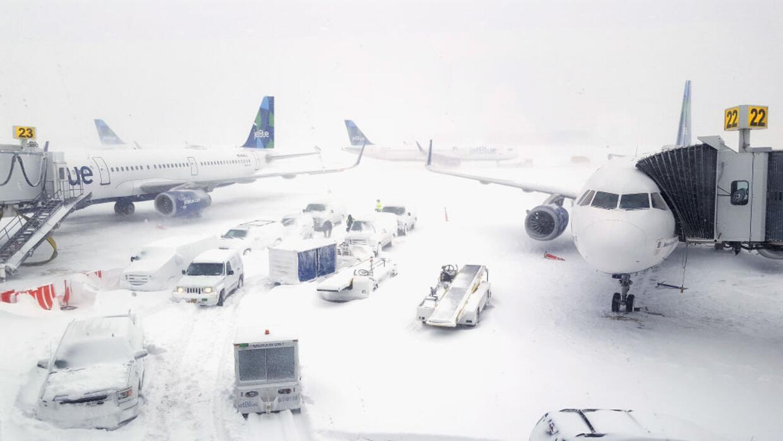 Vuelos afectados por la tormenta invernal en el aeropuerto JFK en Nueva...