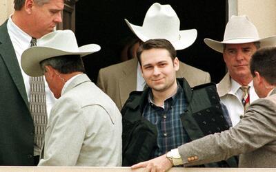 John William King sonríe tras ser condenado a la pena de muerte p...